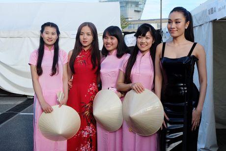 Em gai Phuong Linh ca tinh voi ao dai cach dieu - Anh 6