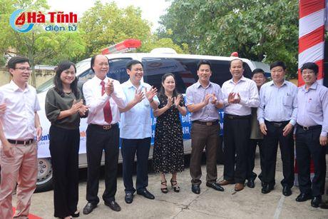 Pho Thu tuong trao qua cho nhan dan TX Ky Anh - Anh 2