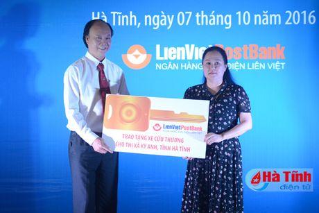 Pho Thu tuong trao qua cho nhan dan TX Ky Anh - Anh 3