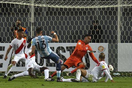 Argentina hoa tran thu hai lien tiep khi vang Messi - Anh 1
