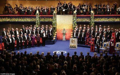 Do xa hoa khong tuong trong tiec chieu dai Nobel - Anh 1