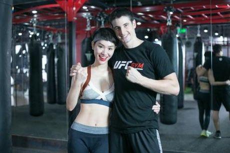 'Gai mot con' Tra My Idol lay lai voc dang thon gon voi kick boxing - Anh 1