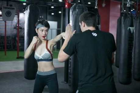 'Gai mot con' Tra My Idol lay lai voc dang thon gon voi kick boxing - Anh 2