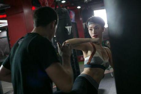 'Gai mot con' Tra My Idol lay lai voc dang thon gon voi kick boxing - Anh 3