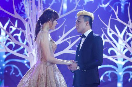 Tran Thanh - Hari Won thoai mai than mat, tinh tu tren san khau song ca - Anh 4