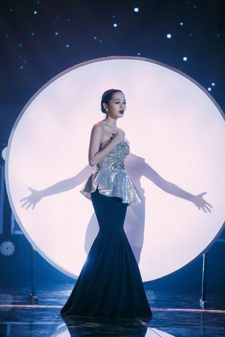 Tran Thanh - Hari Won thoai mai than mat, tinh tu tren san khau song ca - Anh 7