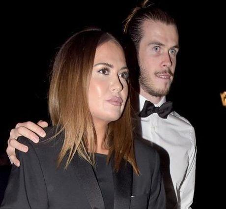 Vo cua Gareth Bale muon thay doi danh tinh vi so bi xa hoi den truy lung - Anh 2