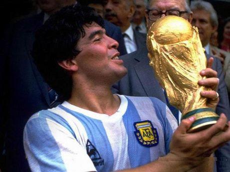 Doi hinh xuat sac nhat lich su cua Cruyff: Cris Ronaldo va Messi bi loai - Anh 9