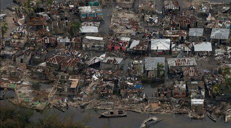 Haiti lam vao tinh trang khung hoang sau bao Matthew - Anh 1