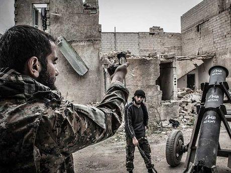 LHQ xep khu dong Aleppo la 'khu vuc bi bao vay' - Anh 2
