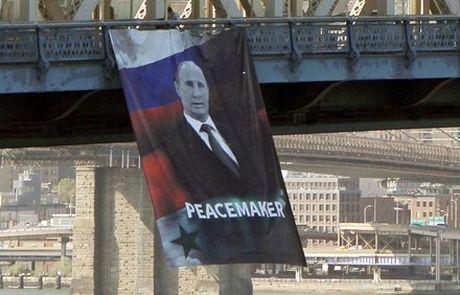 Chan dung Tong thong Putin bat ngo xuat hien giua New York - Anh 1