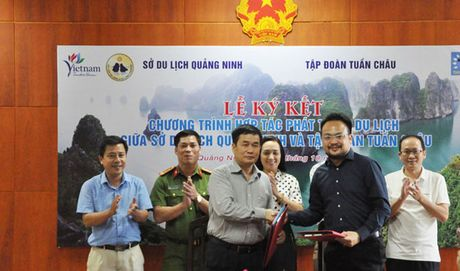 Ky ket Chuong trinh hop tac phat trien du lich giua So Du lich Quang Ninh va Tap doan Tuan Chau - Anh 1