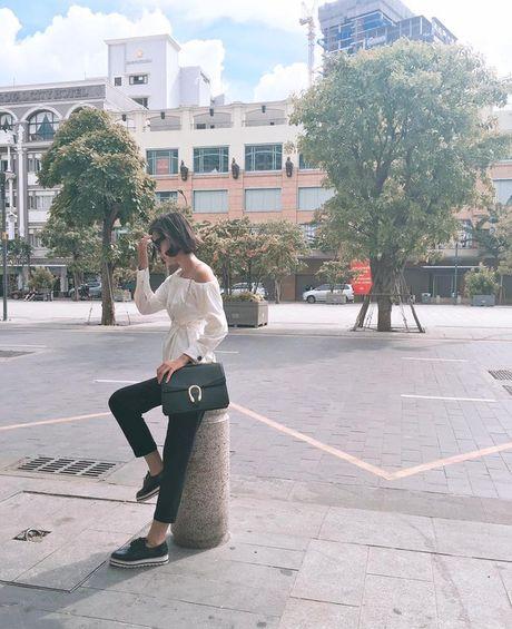 Kho ai co the danh bai duoc vong eo sieu be cua Ngoc Trinh trong street style tuan nay - Anh 11