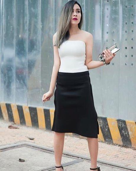 Kho ai co the danh bai duoc vong eo sieu be cua Ngoc Trinh trong street style tuan nay - Anh 18