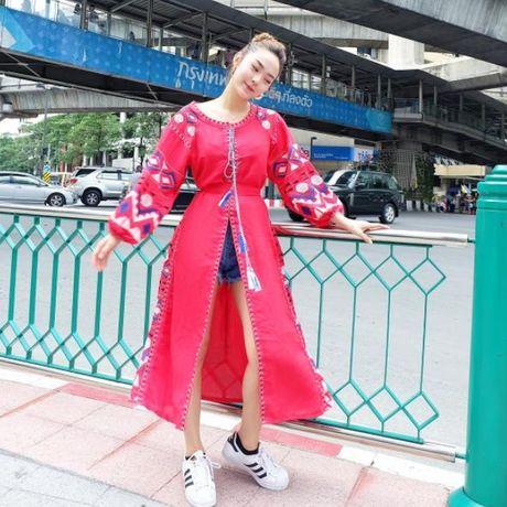 Kho ai co the danh bai duoc vong eo sieu be cua Ngoc Trinh trong street style tuan nay - Anh 22