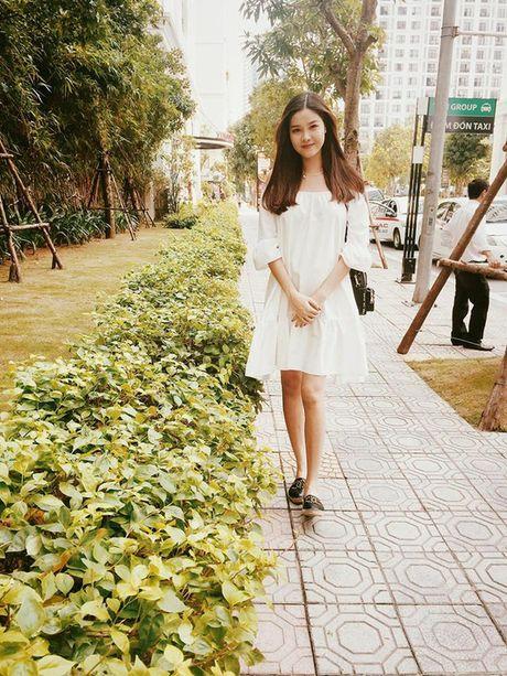 Kho ai co the danh bai duoc vong eo sieu be cua Ngoc Trinh trong street style tuan nay - Anh 27