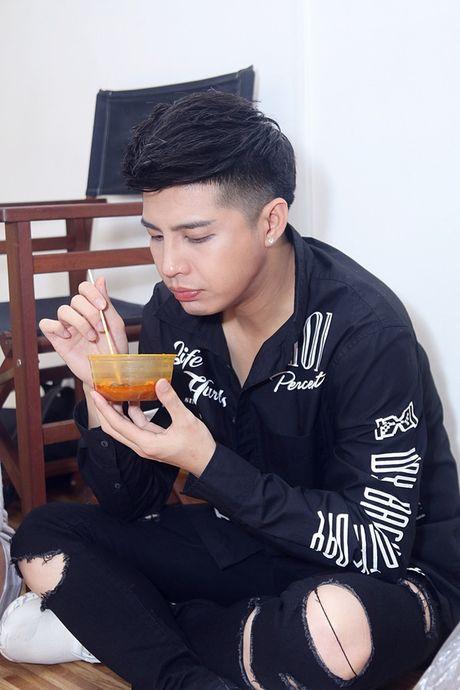 Noo Phuoc Thinh van dang yeu vo cung du tap nhay cang thang - Anh 3
