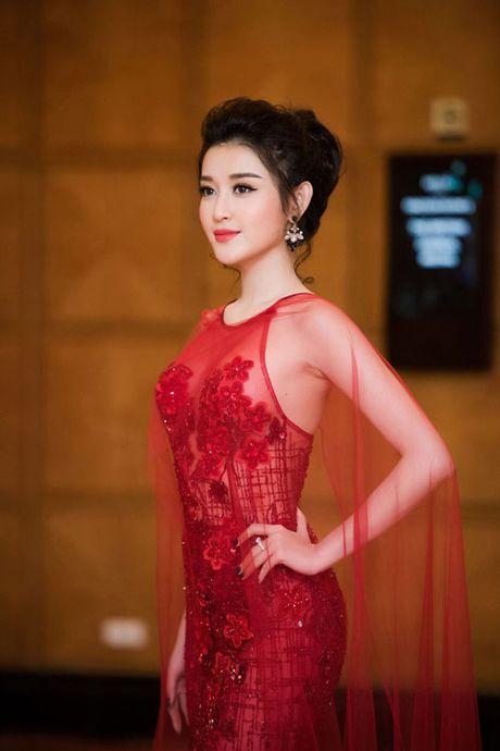 My nu nao xung danh 'nu hoang xuyen thau' showbiz Viet? - Anh 1