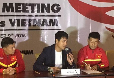 HLV Huu Thang thay thu vi khi so tai voi thay Alfred Riedl - Anh 2