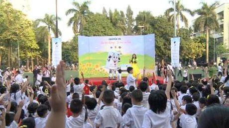 Hoc sinh Ha Noi han hoan chao don chuyen xe Sua hoc duong - Anh 1