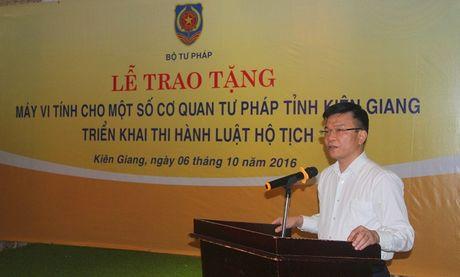 Bo Tu phap ho tro may tinh cho Kien Giang - Anh 2