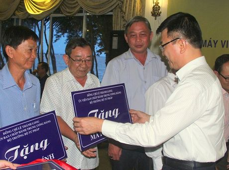 Bo Tu phap ho tro may tinh cho Kien Giang - Anh 3