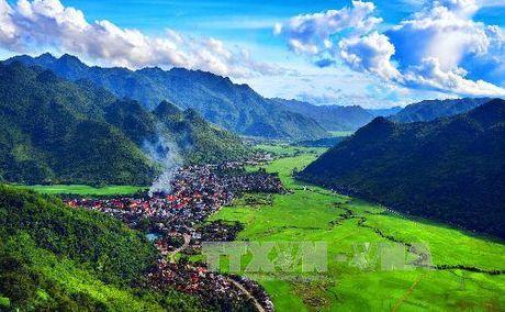 Hoa Binh cong bo quy hoach diem du lich quoc gia Mai Chau - Anh 1