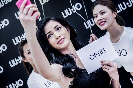 Doanh nhan Thuy Tien rang ro ve nuoc sau khi duoc vinh danh the gioi - Anh 9