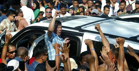 Duterte ho do u? Ong ay dang 'dat mui' ca My va Trung Quoc day chu - Anh 1