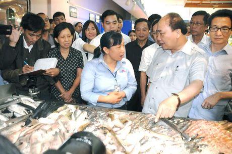 Thu tuong Nguyen Xuan Phuc bat ngo thi sat sieu thi - Anh 2