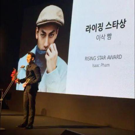 Isaac nhan giai thuong tai lien hoan phim lon nhat Chau A - Anh 2