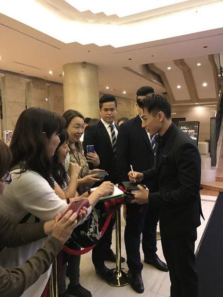 Isaac nhan giai thuong tai lien hoan phim lon nhat Chau A - Anh 3