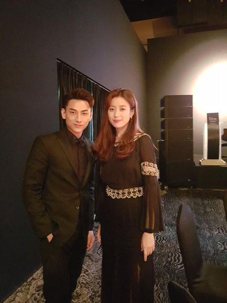 Isaac nhan giai thuong tai lien hoan phim lon nhat Chau A - Anh 4
