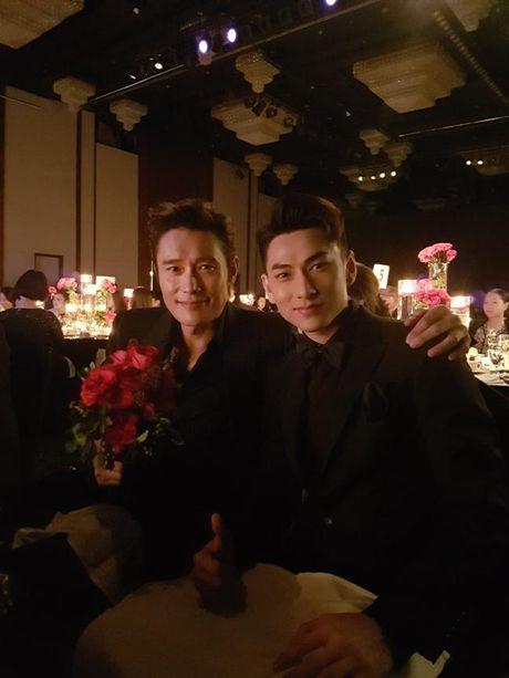 Isaac nhan giai thuong tai lien hoan phim lon nhat Chau A - Anh 5