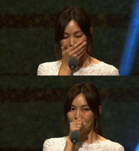 Song Joong Ki vuot mat giai thuong lon tai 'Emmy Han Quoc' - Anh 3