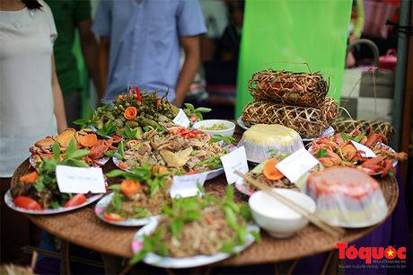 Len cho phien Mai Chau uong ruou ngo, thu do sach - Anh 12