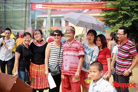 Len cho phien Mai Chau uong ruou ngo, thu do sach - Anh 13