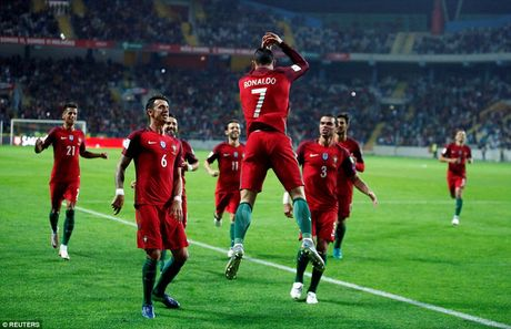 Ronaldo ghi 4 ban trong chien thang 6 sao cua Bo Dao Nha - Anh 2