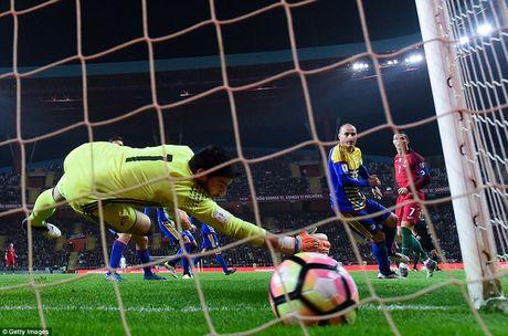 Ronaldo ghi 4 ban trong chien thang 6 sao cua Bo Dao Nha - Anh 6