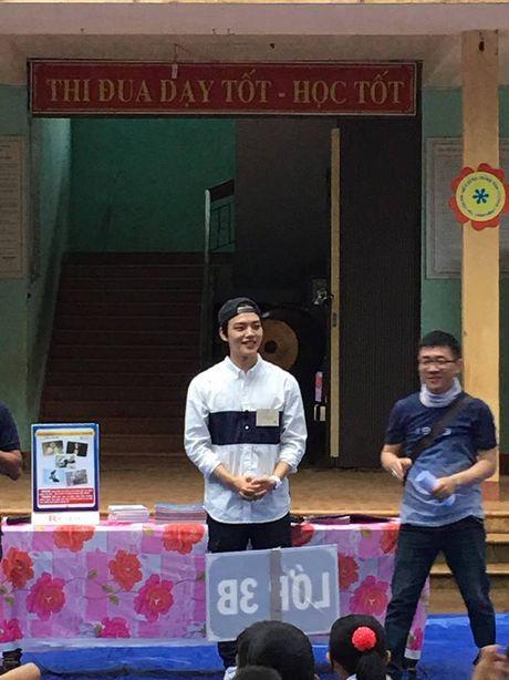 Sao nhi mot thoi Yeo Jin Goo dien trai, gian di xuat hien tai mot truong hoc o tinh Quang Tri - Anh 2
