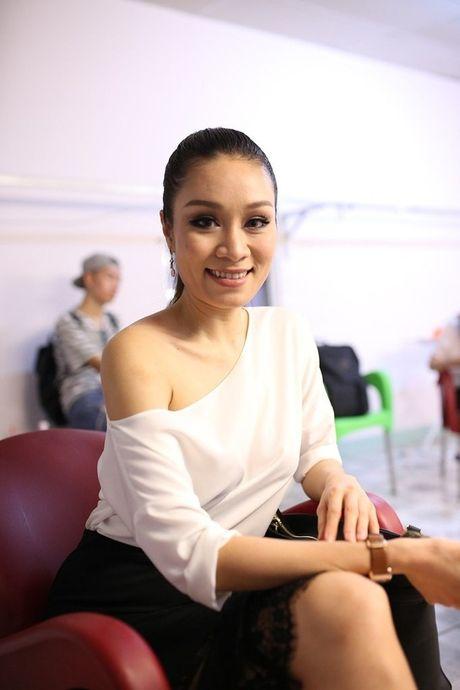 Thuy Tien - Dang Khoi tai hop the hien lai ban hit kinh dien 'Co be mua dong' - Anh 9