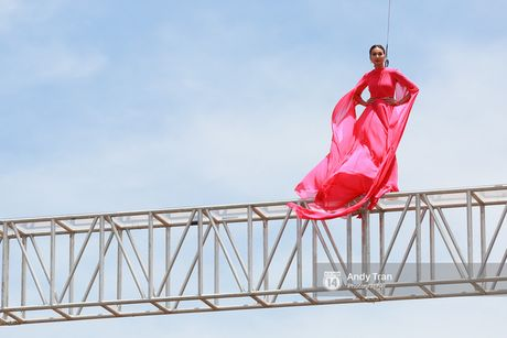 Vietnam's Next Top Model nam nay co mot host Thanh Hang qua tuyet voi! - Anh 10