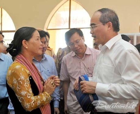 Chu tich Nguyen Thien Nhan va Doan cong tac tham lang det tho cam - Anh 4