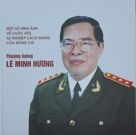 Sach anh ve Thuong tuong Le Minh Huong - Anh 1