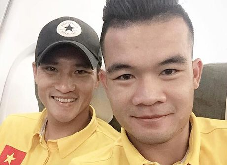 HLV Huu Thang cam hoc tro thuc khuya o Indonesia - Anh 1