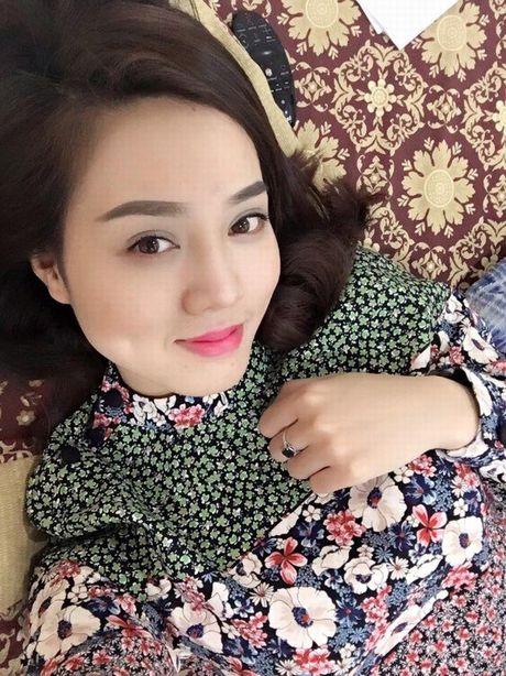 Cac hotgirl phai chao thua nhan sac 'ban gai' moi Cong Ly - Anh 7