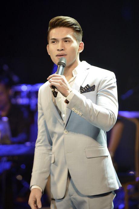 Quoc Thien hat lai hit cua hoa hau Phuong Nga sang tac - Anh 4