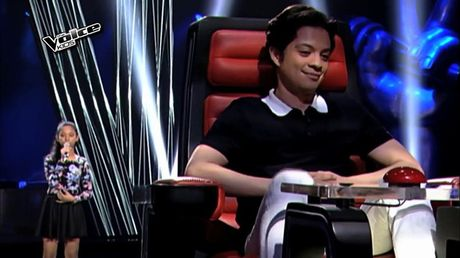 "The Voice Kids: Chi can vai giay, nhung thi sinh nay da ""ha guc"" HLV! - Anh 1"