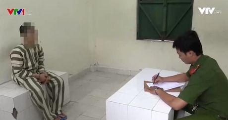 Binh Duong: Bat giu nhom nhan vien ngan hang lam gia giay to - Anh 1