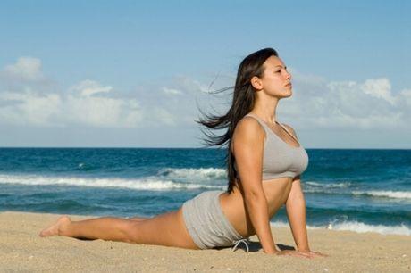 4 tu the yoga truoc khi di ngu cho ban voc dang eo thon, dui gon - Anh 4